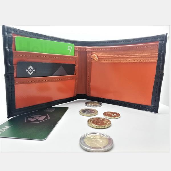 Moska-denarnica-Crna-zracka_iz-recikliranega-materiala_v-videzu-usnja-8