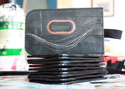 Akrapovič kolekcija poslovnih daril denarnice in drobižnice Črna Zračka L