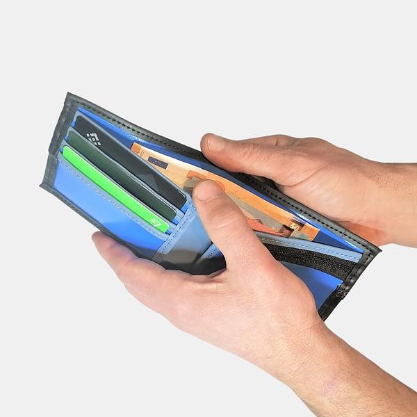 Moška črna denarnica ROWAN _ Črna Zračka iz recikliranih materialov v videzu usnja _odprta